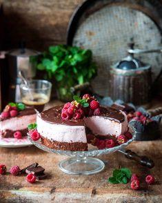 2,296 отметок «Нравится», 62 комментариев — Irina Meliukh (@saharisha) в Instagram: «Chocolate raspberry mousse cake 🍫 Делая похожие фотографии, успокаиваю себя тем, что на фото у меня…»