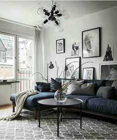 Dark pallets living room decor