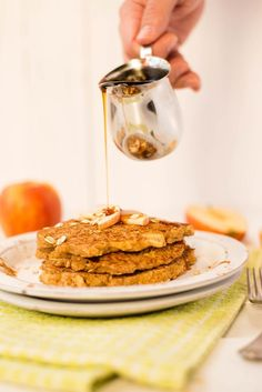 Apple Cinnamon Oat Bran Pancakes - flourless, guilt-free pancakes that are full of fiber and protein!