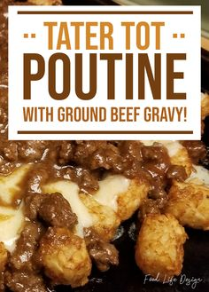 Cheesy Tater Tot Poutine Recipe - Food Life Design Tater Tot Poutine with Ground Beef Gravy - Food L Tater Tot Recipes, Meat Recipes, Cooking Recipes, Cheesy Tater Tots, Tater Tot Bake, Tater Tot Casserole, Poutine Recipe, Beef Gravy Recipe, Good Food
