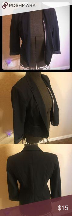 Black blazer 3/4 length sleeves. Shoulder padding. Great condition. Worthington Jackets & Coats Blazers