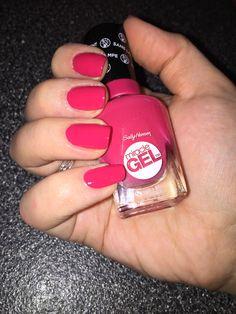 Sally Hansen Pink Tank | #220 | miracle gel | cute nails | tropical nails |