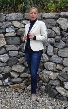 Outfit in Dunkelblau und Off - White