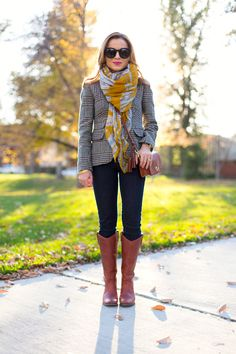 That scarf action is on point. Repin via petitestyleonline.com