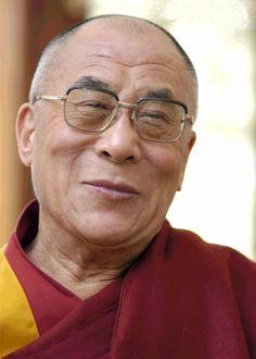 Ci sono solo due giorni all'anno in cui non puoi fare niente: uno si chiama ieri, l'altro si chiama domani. Perciò oggi è il giorno giusto per amare, credere, fare e, principalmente, vivere. (Tenzin Gyatso - Dalai Lama)