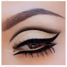 Egyptian Eyes Make-Up Look