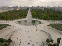 The Tuileries Garden seen from the west- the Fer à cheval (horseshoe), Grand Bassin Octagonal, and the Grande Allée ending at the Louvre.