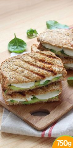 Sandwich Recipes 805159239610378439 - Croque monsieur avocat, mozzarella et sauce sriracha Source by opmxfmm Sandwich Recipes, Veggie Recipes, Vegetarian Recipes, Healthy Recipes, Sauce Sriracha, Healthy Cooking, Cooking Recipes, Healthy Food, Grilled Ham And Cheese