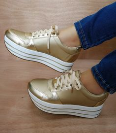 a great example of a style pinsight from a chicc minded pinner Pretty Shoes, Beautiful Shoes, Cute Shoes, Comfortable Work Shoes, Comfy Shoes, Sneakers Fashion, Fashion Shoes, Shoes Sneakers, Tennis Shoes Outfit