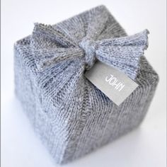Up the visual ante of your Christmas presents this year with handmade gift wraps and dazzling toppers. Get the instructions for easy DIY gift wrapping ideas. Wrapping Ideas, Creative Gift Wrapping, Creative Gifts, Wrapping Papers, Wrapping Gifts, Pretty Packaging, Gift Packaging, Clever Packaging, Cozy Christmas
