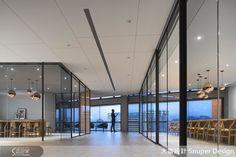 有著建築背景的林政緯設計師,取之自然與共存的理念,將舊廠工業粗獷的元素,融合建築外在條件因子,柔和了既內斂亦霸氣的空間表情,演繹出居於高位者的王者風範,同時開創獨特魅力的工作場域。還等什麼,一起來看看林政緯設計師那精湛的設計造詣吧!
