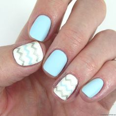Blue nails with white nails with chevron nail art - Pinterest @catherinesullivan2017✨
