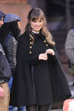 "Best 12 Olivia Wilde Photos Photos – Olivia Wilde is seen on the set of ""The Longest Week"" in NYC. ""The Longest Week"" is a movie about a man who falls in love, finds him self evicted, and disinherited all in one week. – Jason Bateman sports a black pea co Olivia Wilde, Hijab Fashion, Fashion Dresses, Fashion Cape, The Longest Week, Black Pea Coats, Winter Stil, Winter Cape, Sporty Chic"
