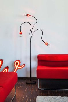 Serien.Lighting - Poppy Floor in shiny red.