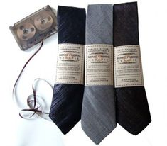 Designed by Alyce Santoro and Julio Cesar, these rather dapper Sonic Fabric Neckties are made from 50% colored thread and 50% recorded audio cassette tape.  #Fabric, #Tape, #Tie #Accessories, #RecycledElectronicWaste Casette Tapes, Vhs Tapes, Magnetic Tape, Looks Cool, Retro, Hand Sewing, Videos, Cool Stuff, How To Make