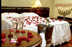 Aprende a decorar tu dormitorio para una noche romántica - http://www.decoluxe.net/aprende-a-decorar-tu-dormitorio-para-una-noche-romantica/