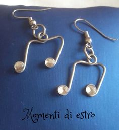 Earrings made by @momentidiestro *** Le Maddine & Maddy https://www.facebook.com/groups/531953423561246/ *** #madeinfacebook #lemaddine #handmade #handcrafted #instagram #instapic #instagood #picoftheday #instacool #cool #cute #jewelry #jewellery #jewels #jewel #bijoux #handmadejewelry #earrings #wire #music #orecchini #musicalnotes #momentidiestro