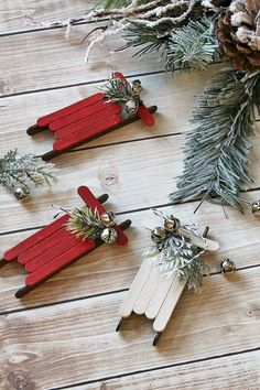 Christmas Ornaments 10 DIY Holiday Decorations That Will Make Your Christmas Tree Look Stunning This Year. The best handmade Christmas decoration ideas including easy Christmas crafts Diy Christmas Decorations Easy, Easy Christmas Crafts, Diy Christmas Ornaments, Homemade Christmas, Simple Christmas, Christmas Ideas, Handmade Ornaments, Christmas Vignette, Homemade Decorations