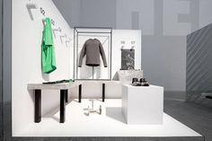 coordination asia the nike studio beijing holiday 15 collection interiors designboom Gym Interior, Retail Interior, Interior Design, Gym Design, Retail Design, Studio Design, Nike, Retail Space, Sports Shops