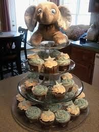 Resultado de imágenes de Google para http://www.thecupcakeblog.com/wp-content/uploads/2011/04/Elephant-Baby-Shower-Cupcake-Tower.jpg