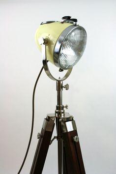 Lampe sur pied phare moto vintage par TheModernWeld sur Etsy