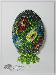 Учимся обвязывать пасхальное яйцо с бисером на примере яйца «Цветник»