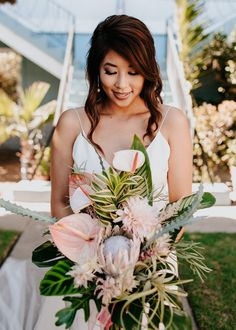 Elegant bridal style with tropical elements   Image by Alexandria Monette Photography