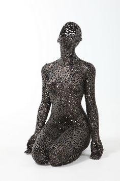 "New Amazing Chain Link Sculptures by Young-Deok Seo - My Modern Metropolis Bruce says ""Seiza, from a fresh perspective. Human Sculpture, Metal Art Sculpture, Modern Sculpture, Alberto Giacometti, Metal Artwork, Cool Artwork, Instalation Art, Steel Art, Scrap Metal Art"
