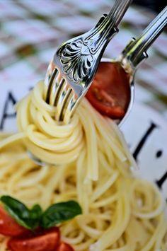 ᕈαᎦɬα (Spaghetti by Heather Aplin) Pizzeria Trattoria, Spaghetti, Bless The Food, Eat Pray Love, Sauce Tomate, Fabulous Foods, Fun Cooking, Italian Style, Gnocchi