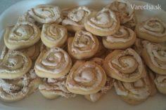 Orechové slimáky - recept | Varecha.sk Cookies, Desserts, Food, Basket, Crack Crackers, Tailgate Desserts, Deserts, Biscuits, Essen