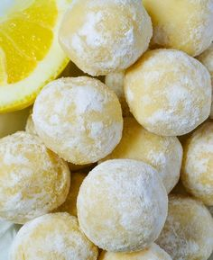 White Chocolate Lemon Truffles - Easy white chocolate lemon truffles with only 5 ingredientes  #chocolate #truffles #lemon #desserts