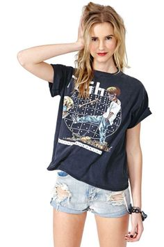 What a cu-TEE! Buy a new cute t-shirt from Nasty Gal's range of womens t-shirts & graphic tees. V-neck or extreme scoop, black or white, all tees are here! Fashion Lookbook, Festival Outfits, Everyday Look, Nasty Gal, Passion For Fashion, Women Lingerie, Spring Summer Fashion, Style Guides, V Neck T Shirt