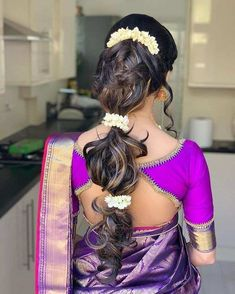 Now Trending - Hairstyles With Gajras Brides Are Rocking ! - Witty Vows Classy Hairstyles, Braided Bun Hairstyles, Indian Bridal Hairstyles, Trending Hairstyles, Bridal Bun, Bridal Braids, Bridal Hairdo, Disney Princess Hairstyles, One Hair