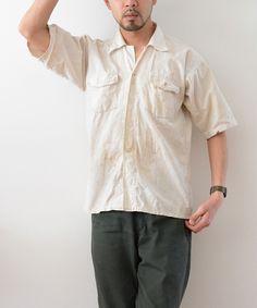 1950年代頃のジャパンヴィンテージ半袖ワークシャツ。ハードワークから生まれた極上の雰囲気は素晴らしいの一言です。汚れやダメージも絵になる素晴らしい日本の古着です。