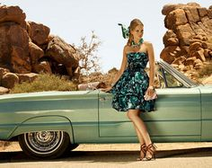 I wish I lived in this time, with old fashion cars and the clothes! It's great!