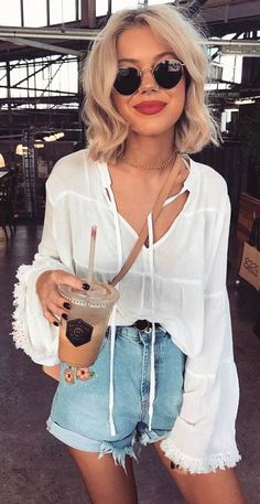 Women's Styled Outfits: 50 Cute Summer Outfit Ideas - Women's Styled Outfits: 50 Cute Summer Outfit Ideas White Bell Sleeve Blouse + Bleached Denim Short Sunday Outfits, Cute Summer Outfits, Mode Outfits, Spring Outfits, Casual Outfits, Summer Concert Outfits, Cap Outfits For Women, Short Hair Fashion Outfits, Casual Sunday Outfit