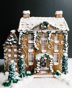 Beautiful Christmas Cookie House Ideas - Blush and Pine Creative Amazing Christmas gingerbread house ideas. Decorate gingerbread houses for Christmas this year or look at the pictures for decorating inspiration. Merry Little Christmas, Noel Christmas, Christmas Desserts, Christmas Baking, Winter Christmas, All Things Christmas, Christmas Cookies, Christmas Decorations, Holiday Decor