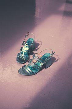 Metallic heel sandals - Bershka #fashion #product #shoes #cool #trend #trendy #outfit #girl #metallic #heel #heels #sandals #green #sandalias #tacón #tacones #matálicas #verde