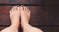 Natural Remedies For Your Problems With Swollen Feet This problem can be happening to anyone. Swollen feet are caused by lots of different situations and health conditions. It