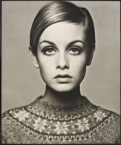 Twiggy Originally from South Africa, Barry Lategan is one of Britains's most renowned and influential photographers. Probably best known for his early portraits of icon Twiggy—two of which are. Jean Shrimpton, 60s Icons, Style Icons, Kate Moss, 1960s Fashion, Vintage Fashion, Mod Fashion, White Fashion, Fashion Pics
