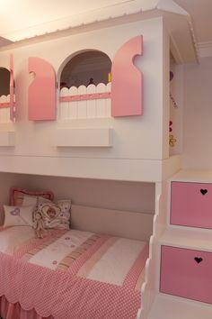 Gostaram desta cama que serve de casinha?  www.tieppoarquitetura.com.br Projeto da Tieppo/Tieppo Gonzalez