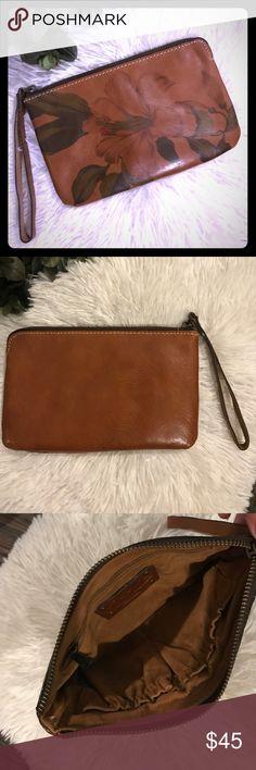 "Leather wristlet Patricia Nash Italian leather wristlet / clutch.  Perfect condition.  Measures approx 8x5"" Patricia Nash Bags Clutches & Wristlets"