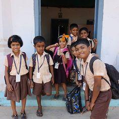 Besuch einer indischen Grundschule  #taipantouristik #indien #schule #kinder #immereinereisewert #reisen #reiseblogger #wanderlust #kerala #rundreise #spaß #freundlich #menschen Freundlich, Kerala, Wanderlust, Fashion, Round Trip, Indian, Primary School, People, Viajes