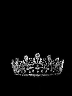 « Bourbon-Parme » tiara, supplied by Joseph Chaumet in 1919 to the Duke de Doudeauville for the wedding of his daughter Hedwige with the Prince Sixte de Bourbon-Parme. Collection Chaumet Paris. #Tiara