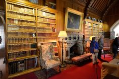 034-20120714_Tyntesfield-Somerset-Library-N side of room with central fireplace | Flickr: Intercambio de fotos