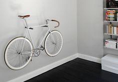Single speed of fixed gear fiets stallen in huis of eigenlijk, tentoon te stellen.