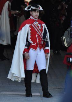Military Outfits, Hot Cops, Honor Guard, Royal Guard, Cloaks, Bette Davis, Men In Uniform, Man Photo, Character Ideas