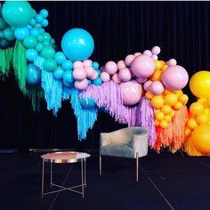 🥳 •  #Balloons para la celebración 🎈 Fuente: 📸 @@banginhangins @belleballoons #ecumple  #partydecor #decor #ideas #DIY #fiesta #decoracion #deco #party #comida #food #fiestas