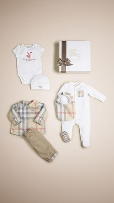 Burberry Pale classic check Cotton Six-Piece Baby Gift Set (Boy) - Great Baby Clothes Designer Baby Boy Clothes, Gucci Baby Clothes, Luxury Baby Clothes, Cute Baby Clothes, Baby Outfits, Cute Baby Boy, Cute Babies, Baby Baby, Baby Gift Sets