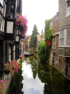 The river Stour at Canterbury, Kent, England Just a little beautiful resemblance of Venice. Places Around The World, Oh The Places You'll Go, Places To Travel, Places To Visit, Around The Worlds, Kent England, England And Scotland, Beautiful World, Beautiful Places